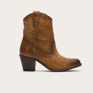 Frye Jackie button short booties
